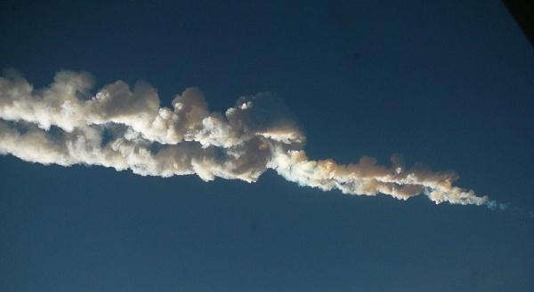Chelyabinsk meteor trace, 15 February 2013 (photo by Nikita Plekhanov via Wikipedia)
