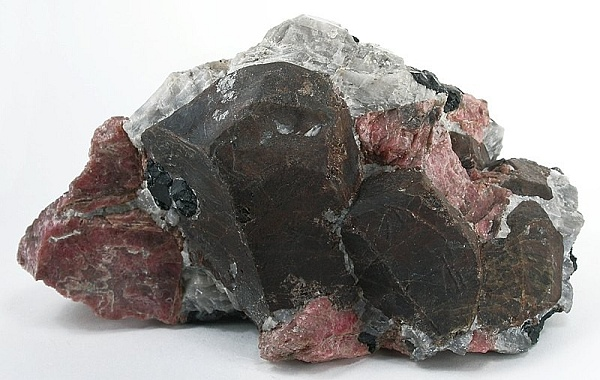 Willemite-Franklinite-Rhodonite in normal light, Sterling Mine, Ogdensburg, NJ (photo by Rob Lavinsky, iRocks.com – CC-BY-SA-3.0, via Wikimedia Commons)