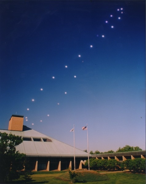 Analemma photo taken 1998-99 ourside Bell Labs in NJ by Jack Fishburn (GNU free licensing, Wikipedia)
