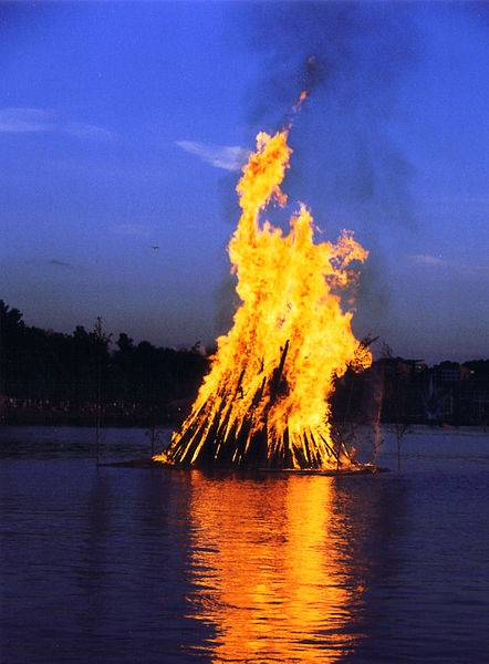 Traditional Midsummer Night Festival bonfire in Lappeenranta, Finland (photo from Wikimedia Commons)