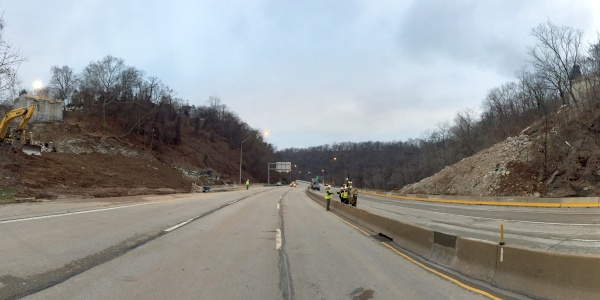 Parkway East is all cleaned up after the Greenfield Bridge blast, 31 Dec 2015, 8:30am (photo by Pat Hassett)
