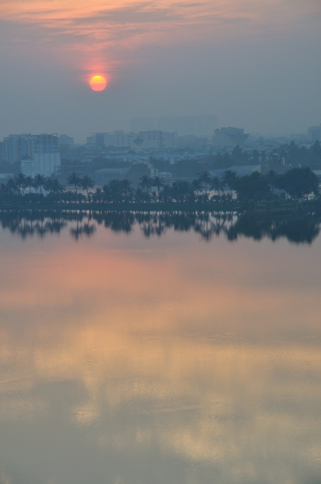 Winter solstice sunset at Kolkata (Calcutta), 22 Dec 2011 (photo from Wikimedia Commons)