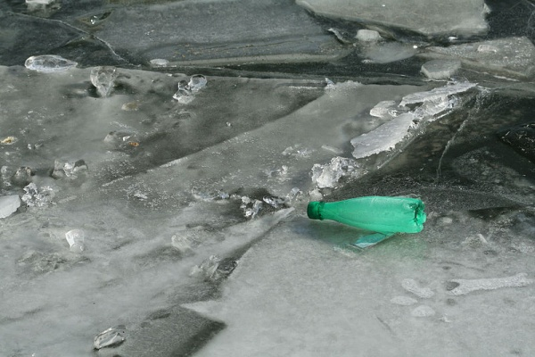 Ice at Bassin de la Villette, bottle of Badoit (photo from Wikimedia Commons)