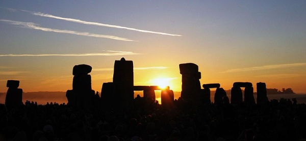Sunrise at the summer solstice, Stonehenge 2005 (photo from Wikimedia Commons)