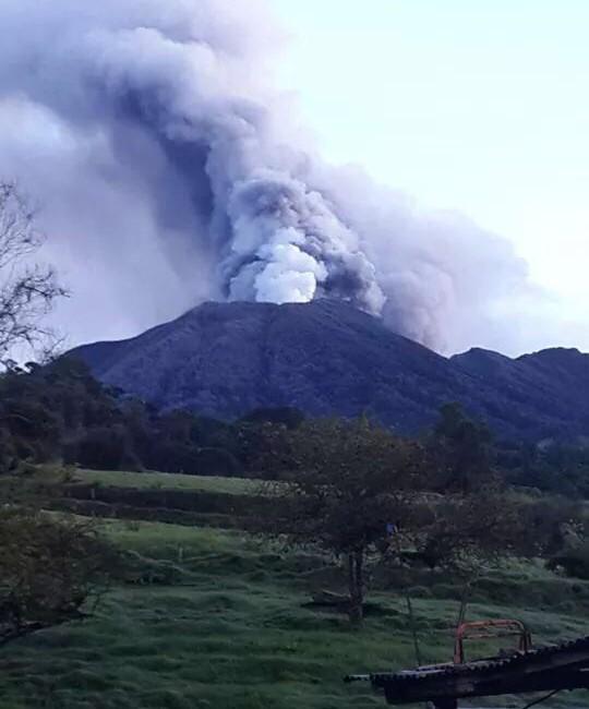 Turrialba Volcano erupting, 2014 (photo from Wikimedia Commons)