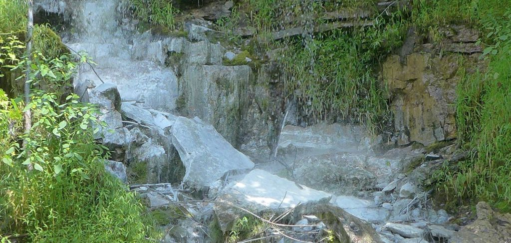 Rocks stained white by abandoned mine drainage, at Yough River Trail (photo by Kate St. John)